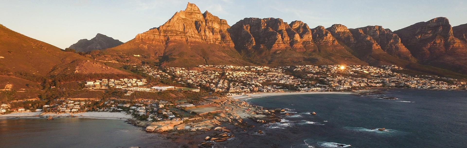 Montagnes de Cape Town vu de la mer