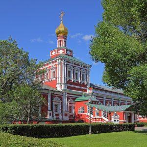 Couvent de Novodievitchi au soleil à Moscou en Russie